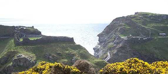 King Arthur's Castle mainland and island. Image Copyright Kevin Edwards 2006